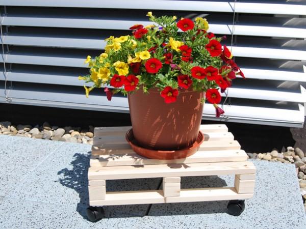 Transporthilfe-Palette klein mit Rad und Blumen
