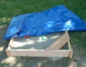 Sandkasten mit Abdeckplane blau