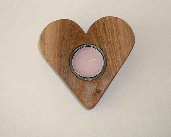 Herz aus Nussbaum-Holz
