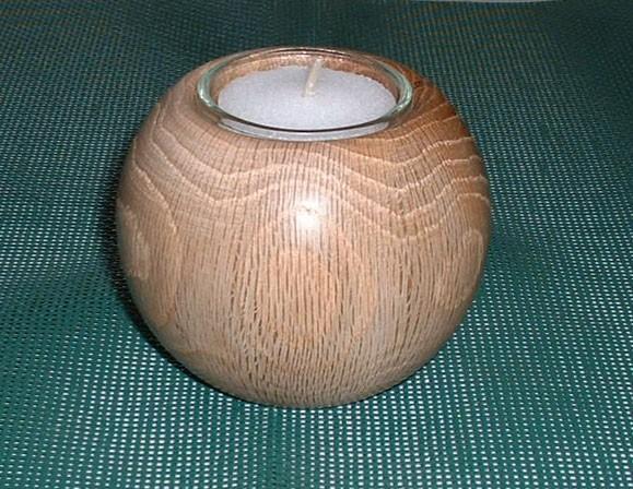 Teelicht mit Kugel aus Holz